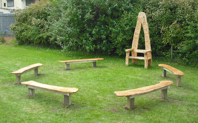 Storytelling corner. Storytelling throne. Robert Jake. Natural wood sculptor.