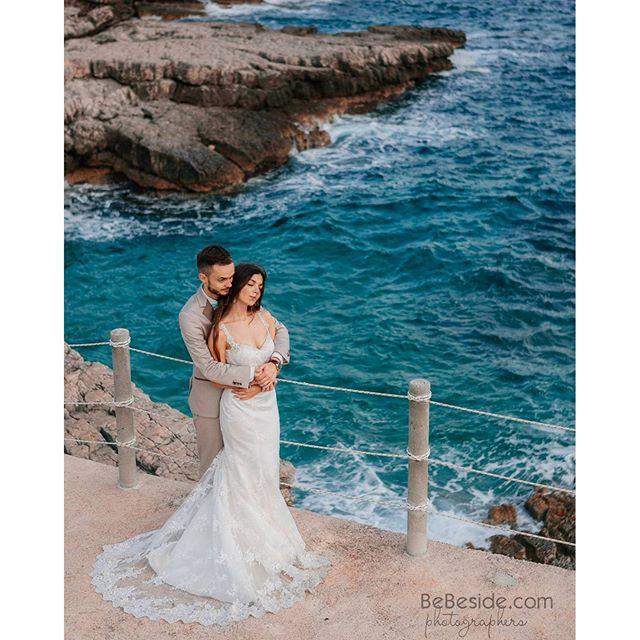 Ох как красиво море на краю Черногории)) #свадебныйфотографвчерногории #фотосессиявчерногории #лавст