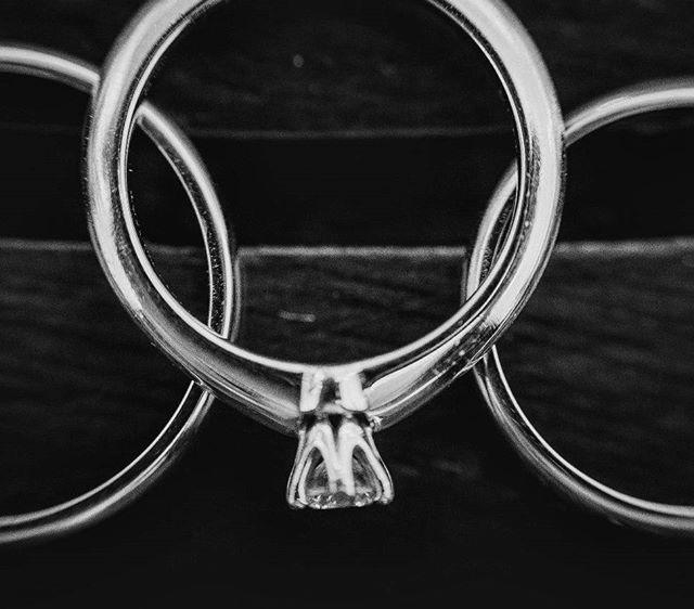 Уж очень нам нравятся кольца из белого золота))) #bebeside #bebesidephoto #photographermontenegro #p