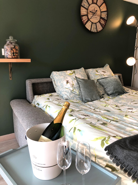 ...pour laisser place à un vrai lit en 160cm !!