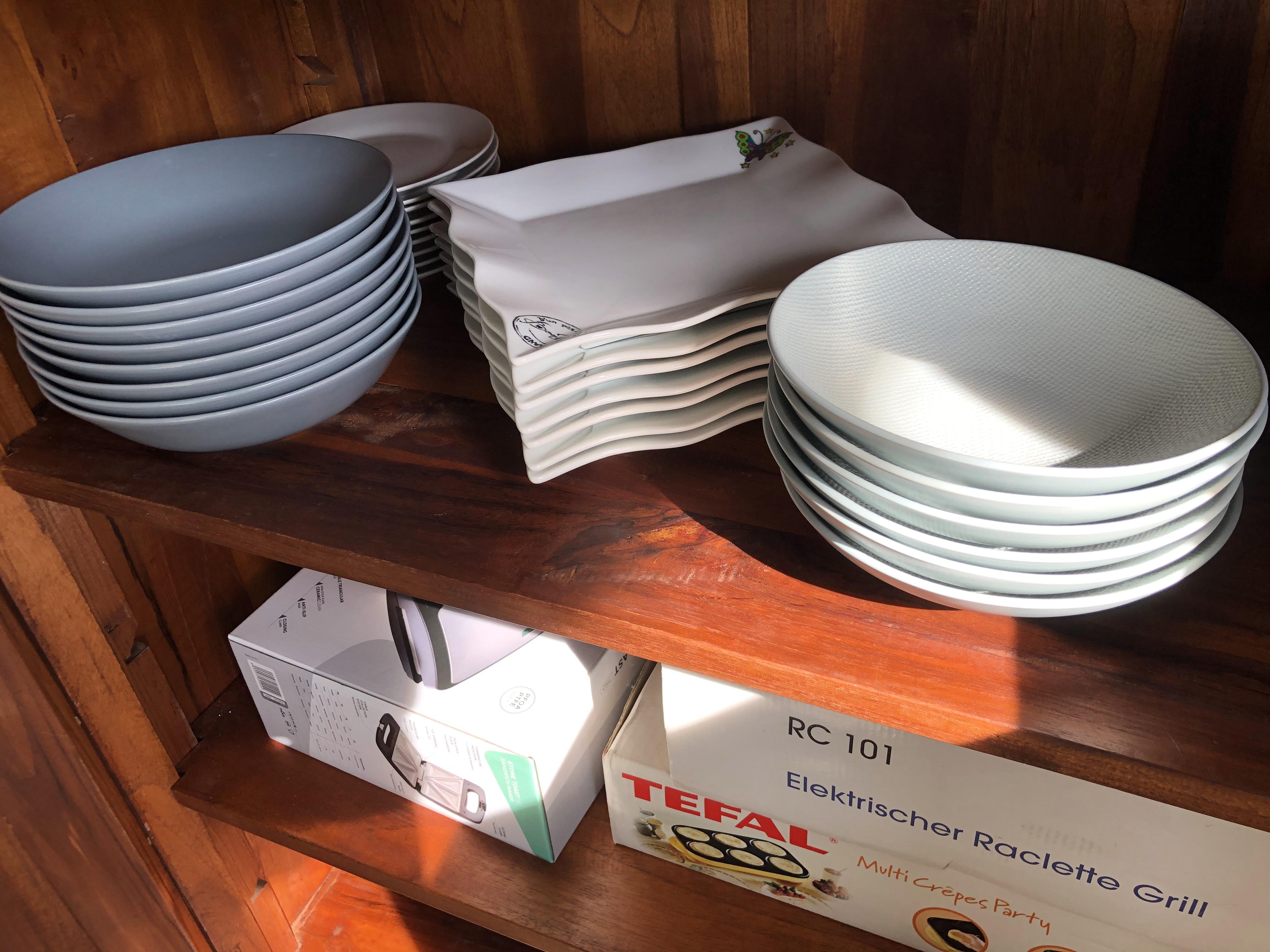 vaisselle et petits appareils pour specialités culinaires