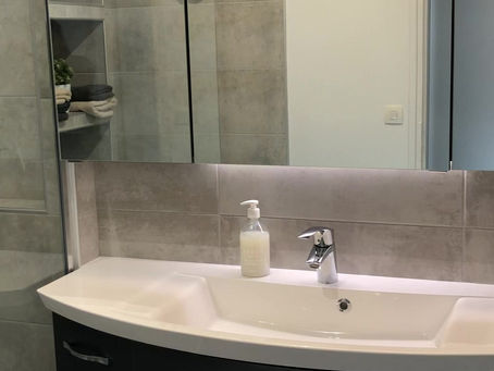 Bulle 5: Une salle de bain Italienne spacieuse et ...lumineuse.
