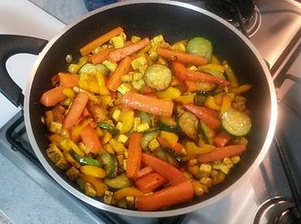 Веганская кухня. Вегетарианская кухня. Веганские рецепты. Вегетарианские рецепты. Веганские блюда с фото. Вторые блюда. Жареные овощи с жареным тофу