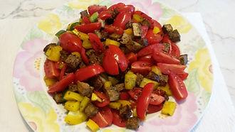 Веганская кухня. Вегетарианская кухня. Веганские рецепты. Вегетарианские рецепты. Веганские блюда с фото. Вторые блюда. Летний салат со шкварками из тофу