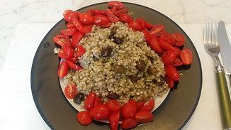 Веганская кухня. Вегетарианская кухня. Веганские рецепты. Вегетарианские рецепты. Зелёная гречка с оливками и помидорами