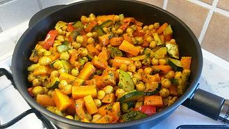 Веганская кухня. Вегетарианская кухня. Веганские рецепты. Вегетарианские рецепты. Веганские блюда с фото. Вторые блюда. Тушеные овощи с нутом