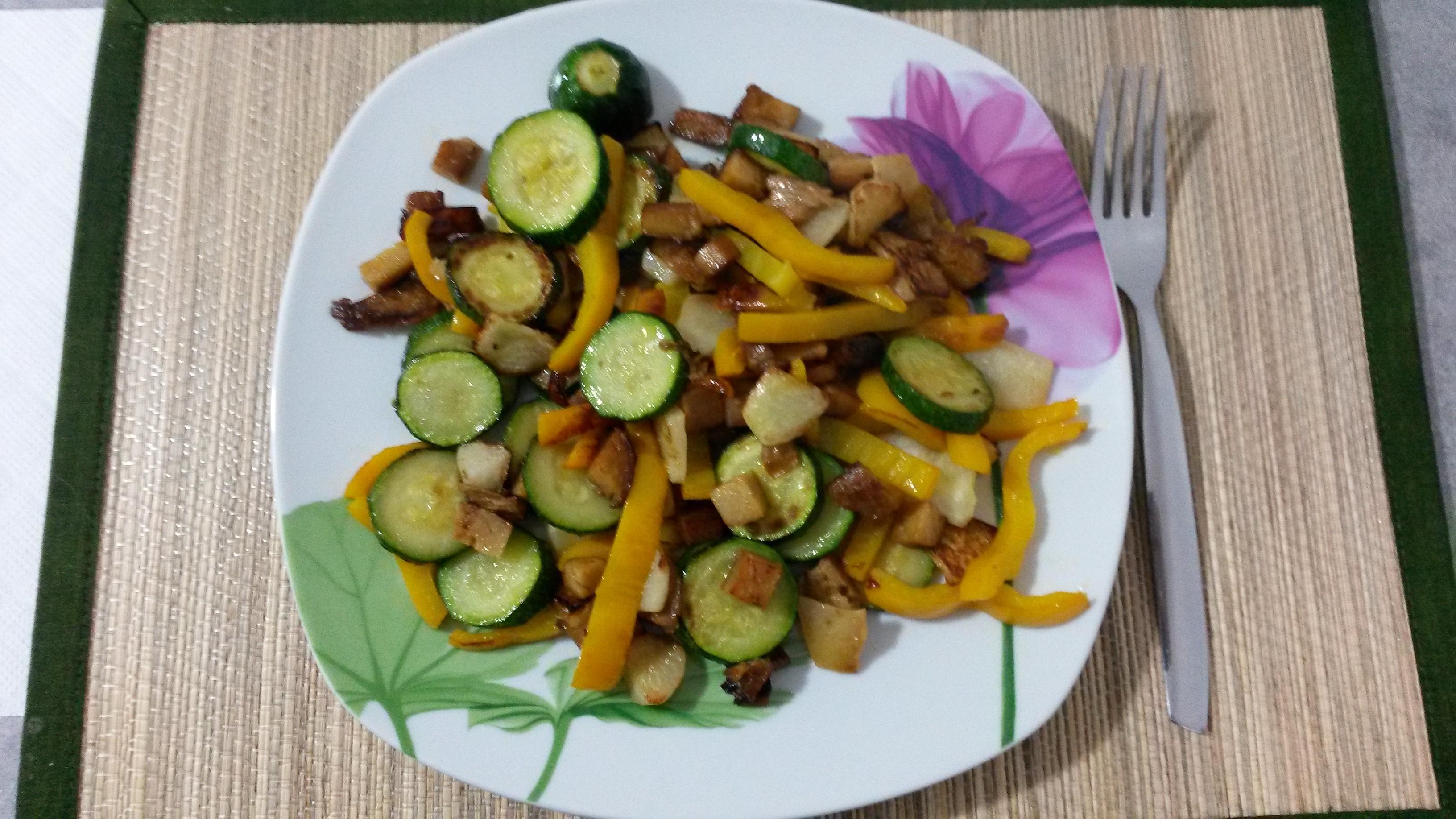 Перец, цукини и репа с мясом сейтан