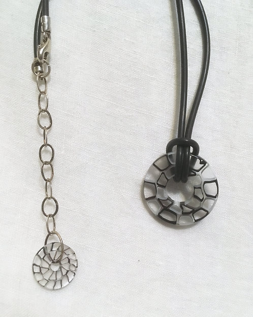 Vitriesses Glass Disc Necklace
