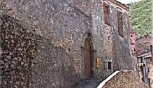 castello di longi che ospita la banca restaurato