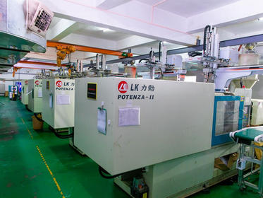 15 automatic injection molding machines work day and night