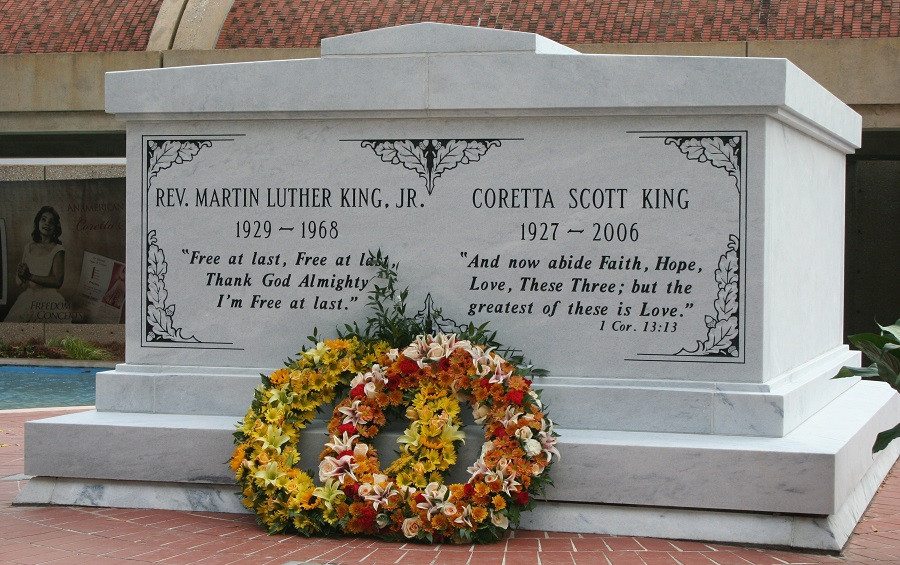 Martin_Luther_King_Jr_Coretta_Scott_King_Around_the_Game