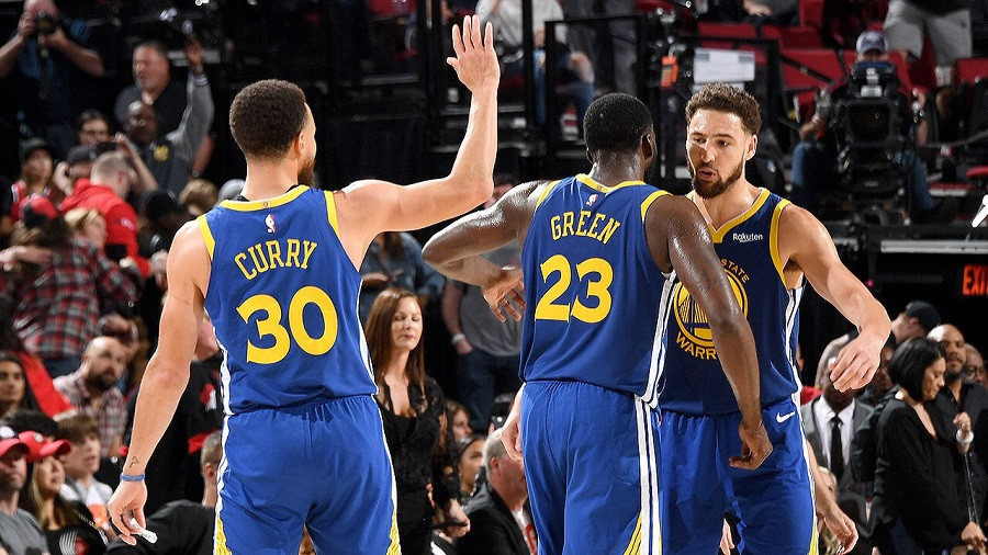 Stephen_Curry_Draymond_Green_Klay_Thompson_Golden_State_Warriors_NBA_Around_The_Game