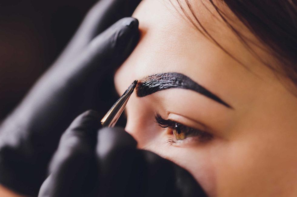 sombreado con henna facialtec.jpeg