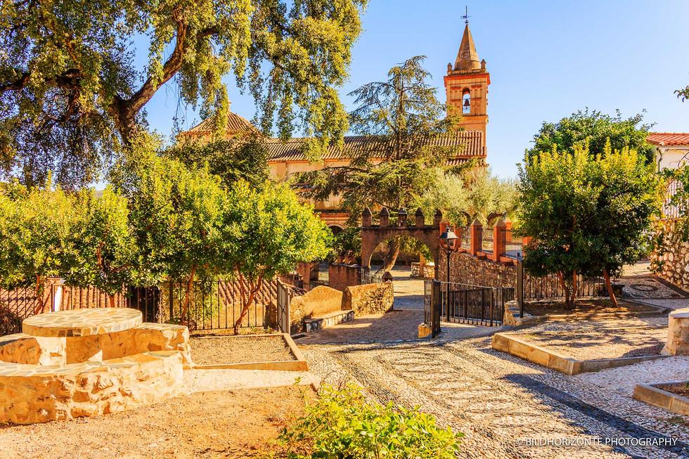 Andalusiennet.de-iglesia-parroquial-de-San-Juan-Bautista-Linares-Sierra-de-Aracena-y-Picos