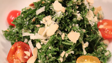 Kale, a cabbage that contains more calcium than milk: Our kale salad recipe.