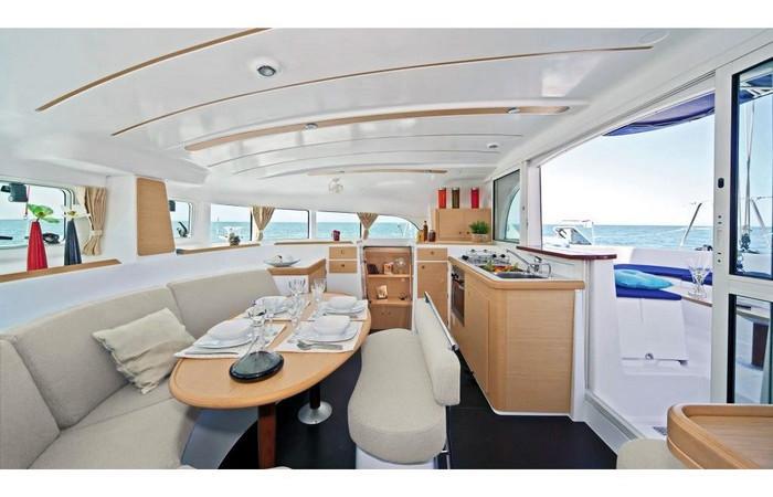 Dining room. Lagoon 380