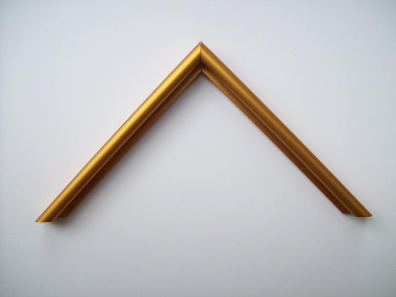 Moldura_Alumínio_-_AF_15_Ouro_brilho_H_1,5cm_x_L_7_mm.JPG