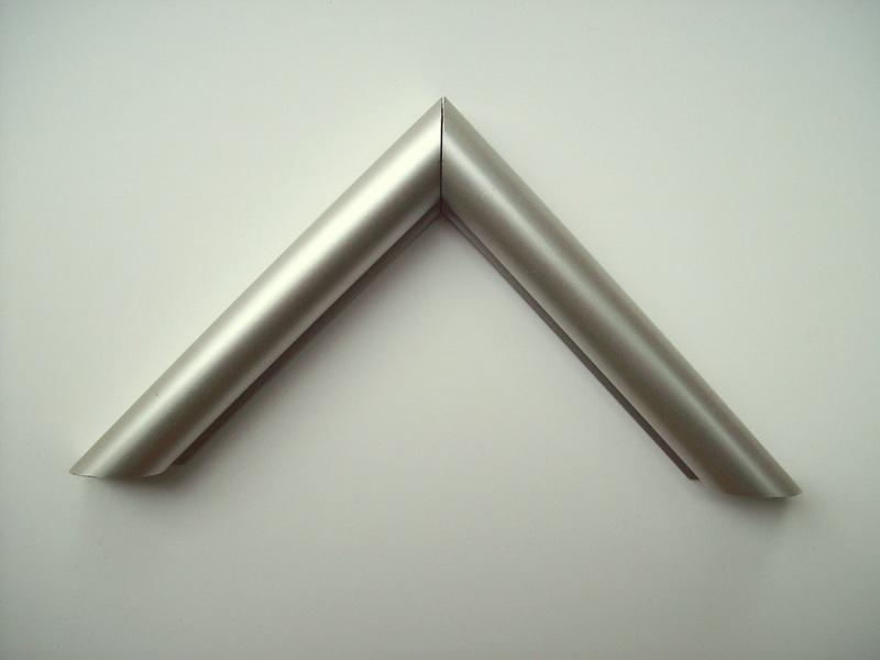 Moldura_Alumínio_-_AF_16_Prata_Fosca_H_2cm_x_L_2,2_cm.JPG