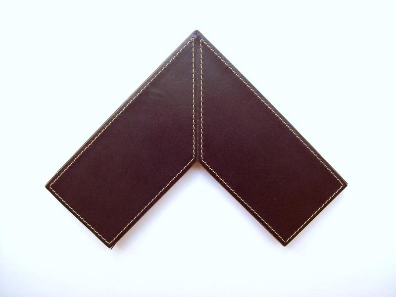 Moldura Couro - 064 - H 1,5cm x L 7cm.JPG