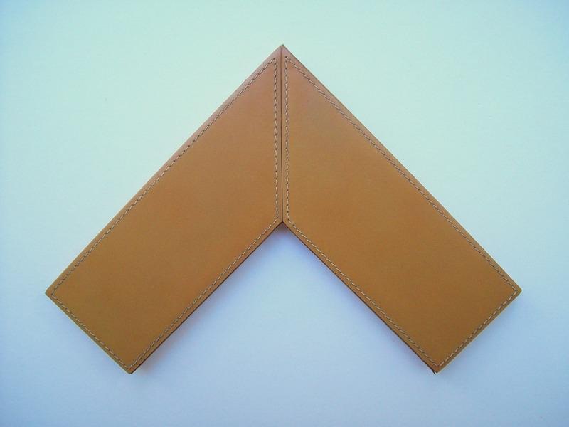 Moldura Couro - 064 - H 1,5cm x L 7,1cm.JPG