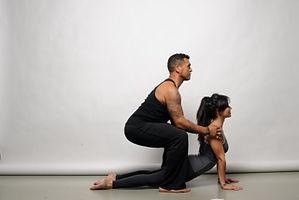 Persoonlijke correcties tijdens de yoga les