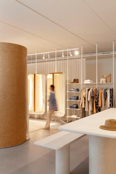 Velvet_Store_Peelvrouw_veneer_rounded_fittingroom_alpi