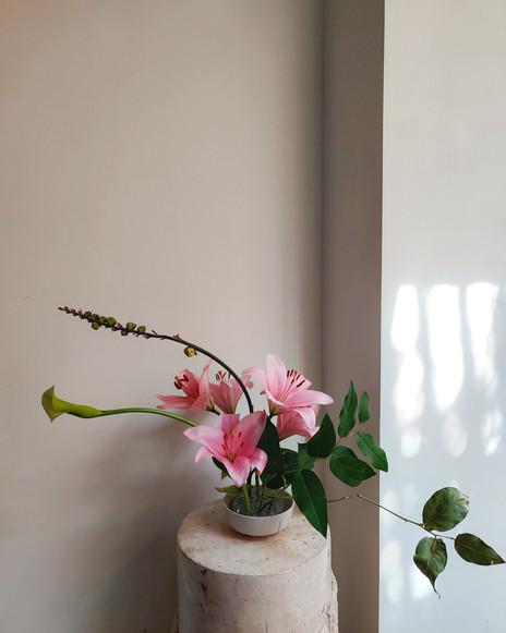 peelvrouww_lilies ikebana