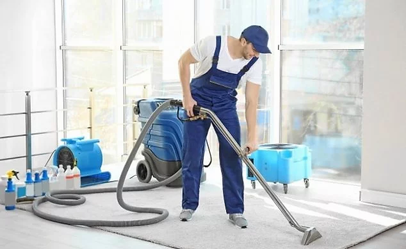 professional-cleaning-a-carpet-min-634x3