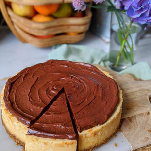 Baked cheese cake with chocolate topping