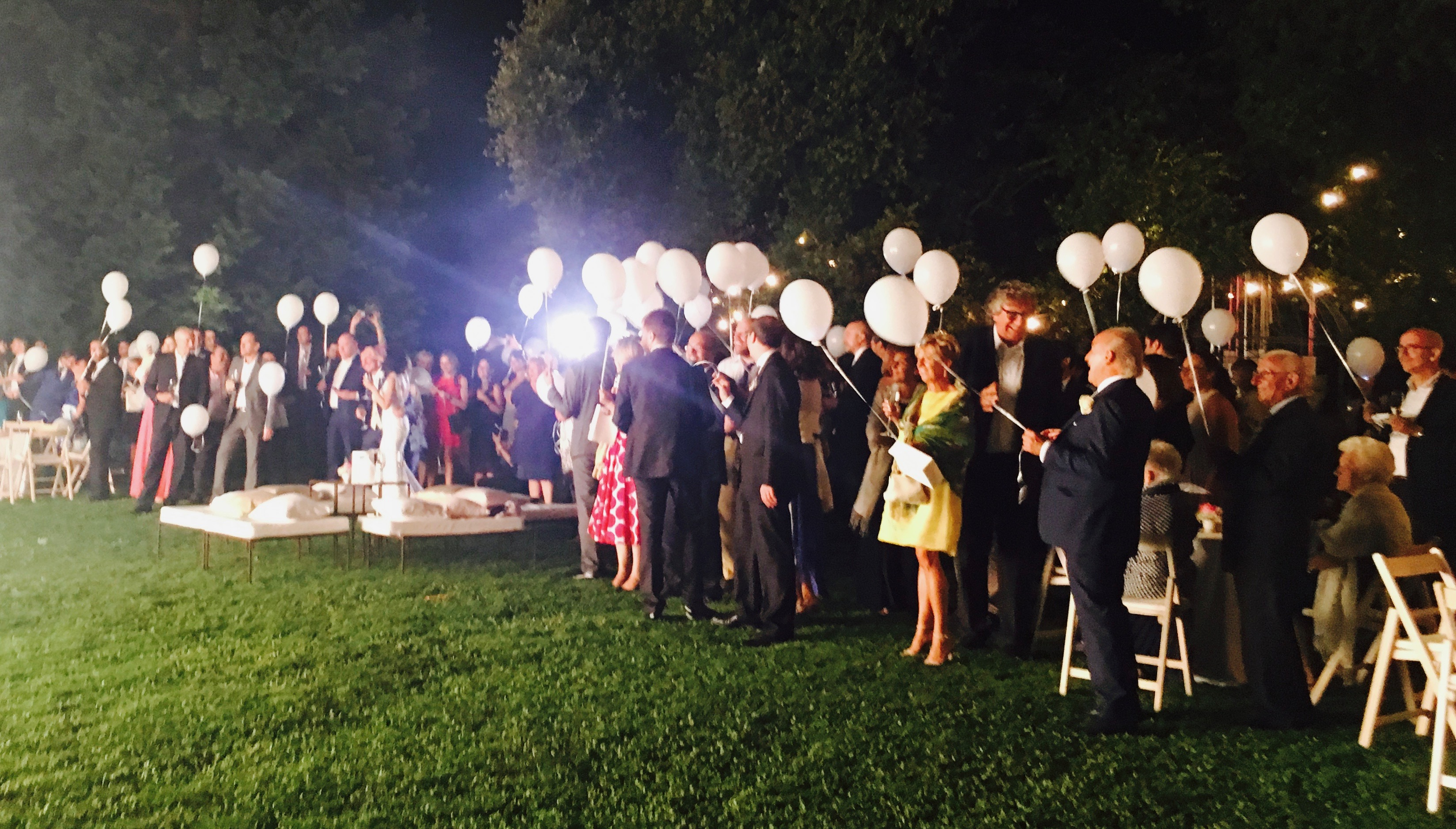 Italian weddinglight balloons launch