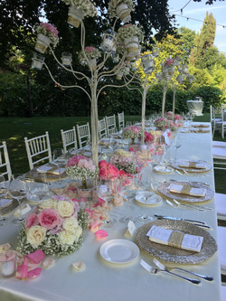 pink and gold imperial table