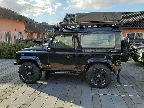 Front Runner Slimline II mit Reling auf Land Rover Defender 90