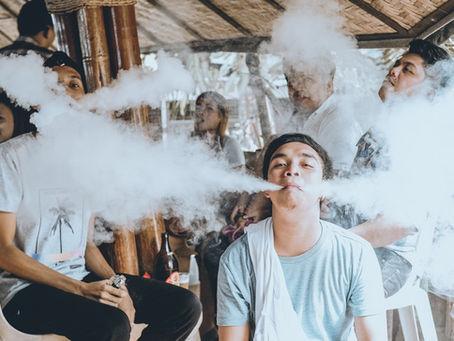 Fumar nas esplanadas vai hoje a debate
