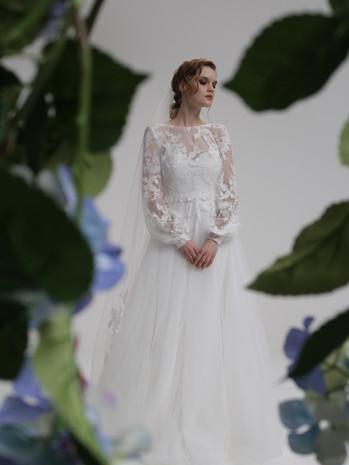 5119 dress + 5120 overdress + V7028 veil.JPG