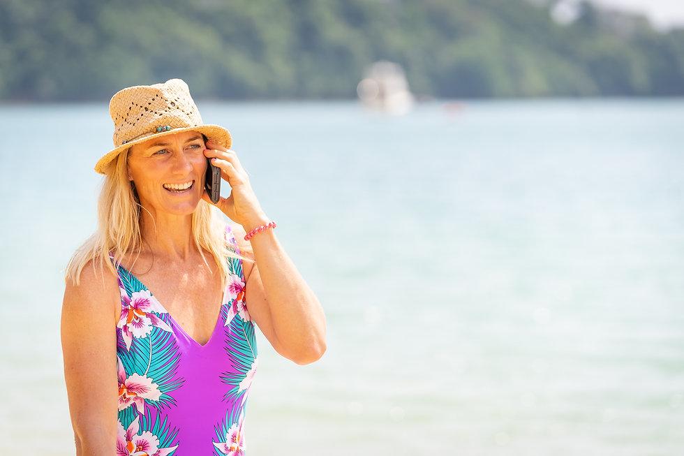 Lynsey Vinen - Lifestyle Lyns On Phone V