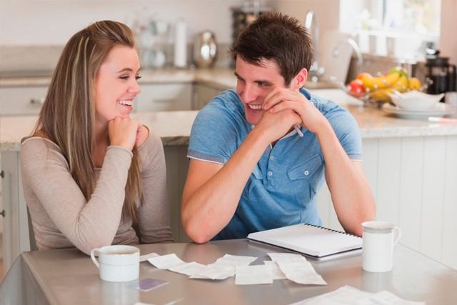 É essencial que o casal dialogue e façam o check list do casamento juntos. (Imagem: Divulgação)
