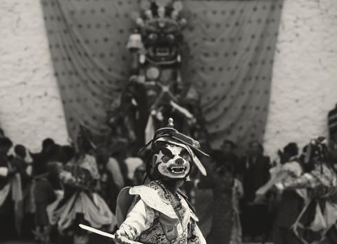 0025_man_wearing_mask_at_paro_festival_s
