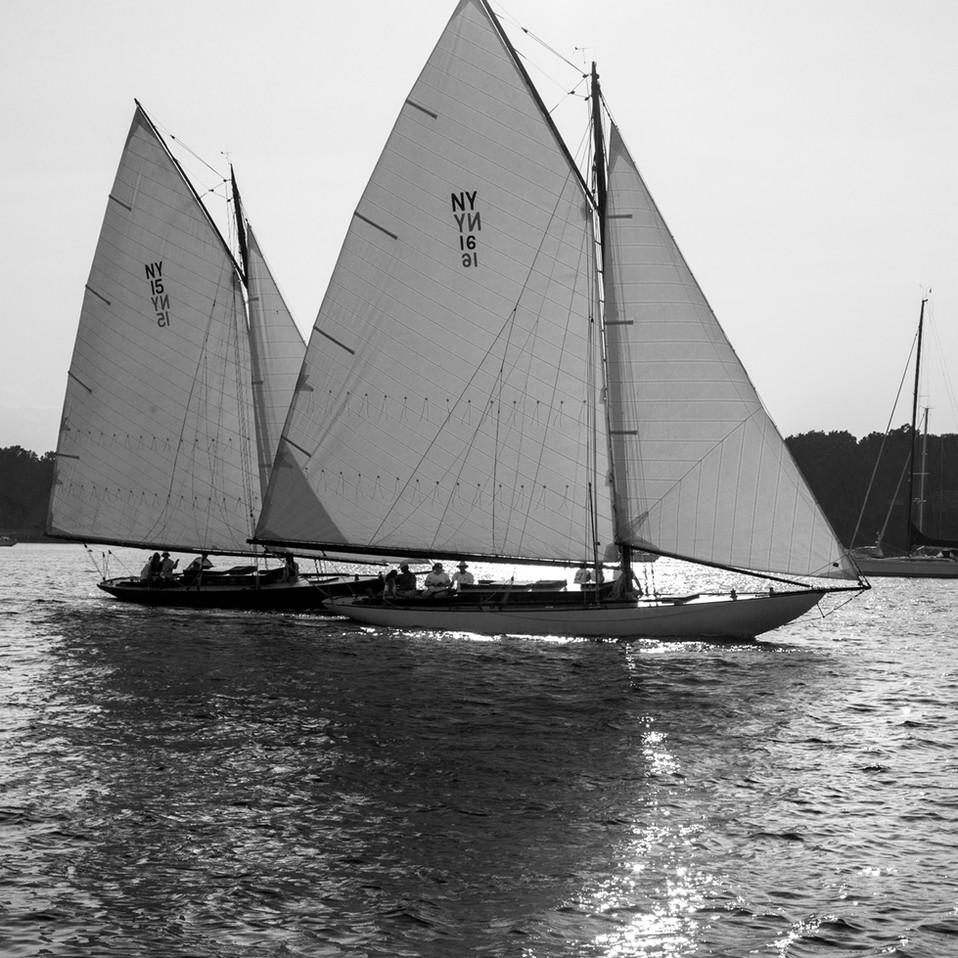 0006_Classic Yacht2bw.small.jpg
