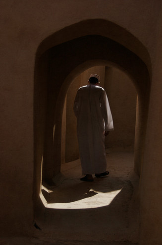 0052_Omani man in door.jpg