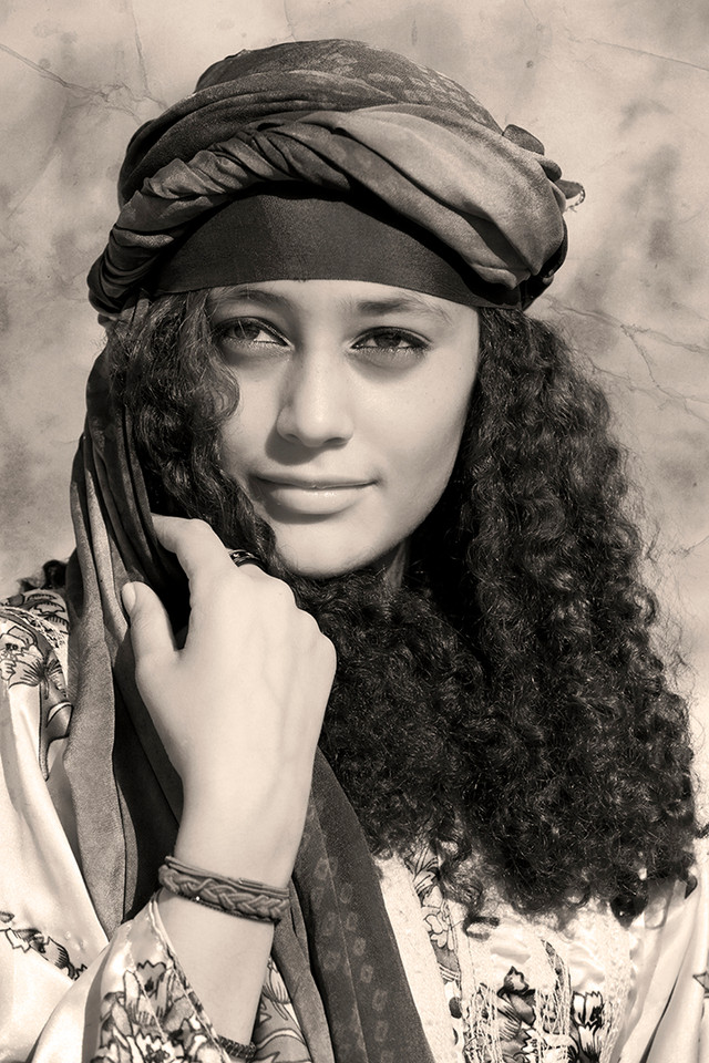 0010_Young woman from Hajjah. old film2.