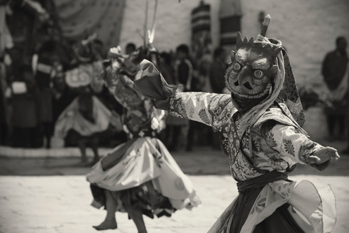 0024_paro_festival_dancing_with_mask_bw.