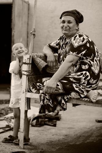 0046_Grandmother and grandson. Khiva.jpg