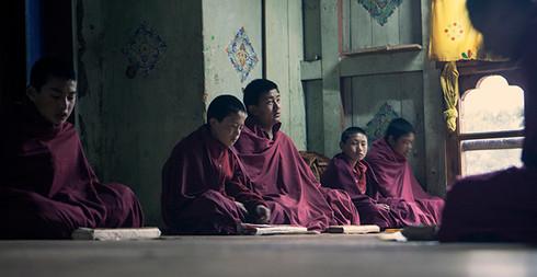 0048_monks at Wangdichholing Palace Mona