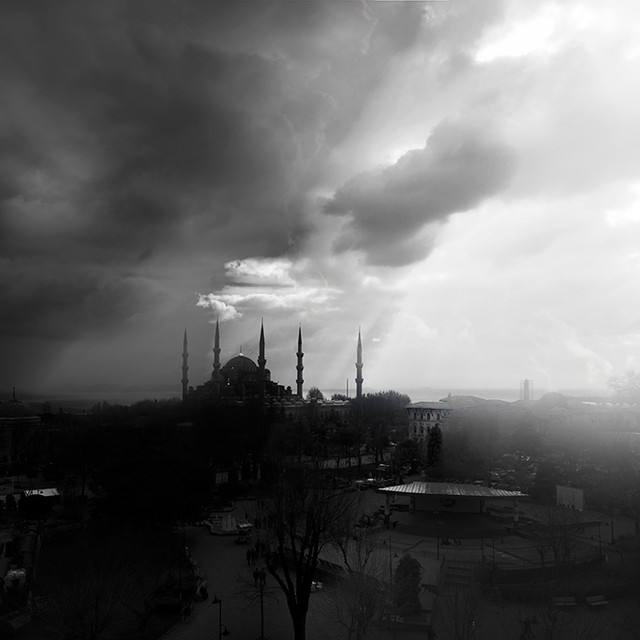 0063_Sultan Ahmed mosque. storm on horiz