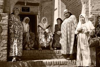 0024_Khiva Women under Arch.jpg