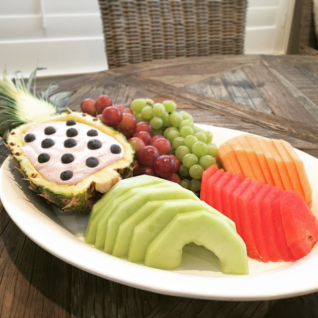 Fresh fruit w/ blueberry lemon fruit dip