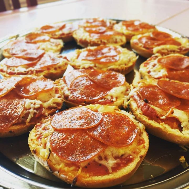 Miniature bagel pizzas