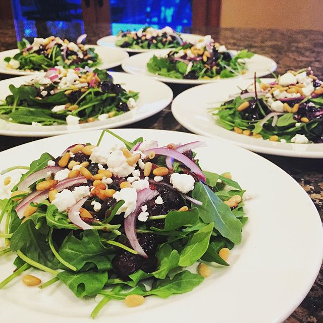 Roasted blueberry & arugula salad