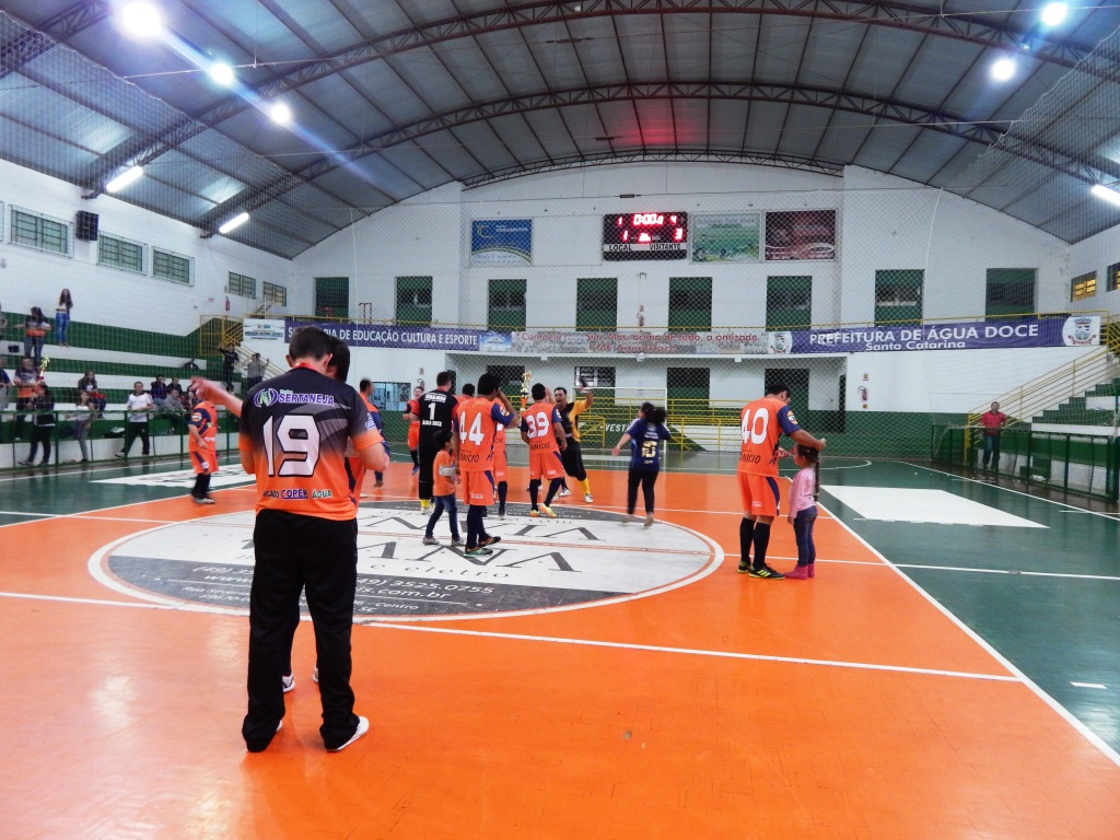 Exclusivo  Campeonato Aberto de Futsal de Água Doce 2015 conta com ... af6956d1f04c4