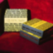 Happy-Socks-x-Queen-4-Pack-Gift-Box-12.j